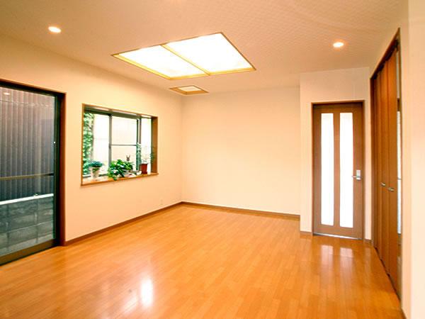 U様邸 内装一新で、明るさいっぱいの空間へ