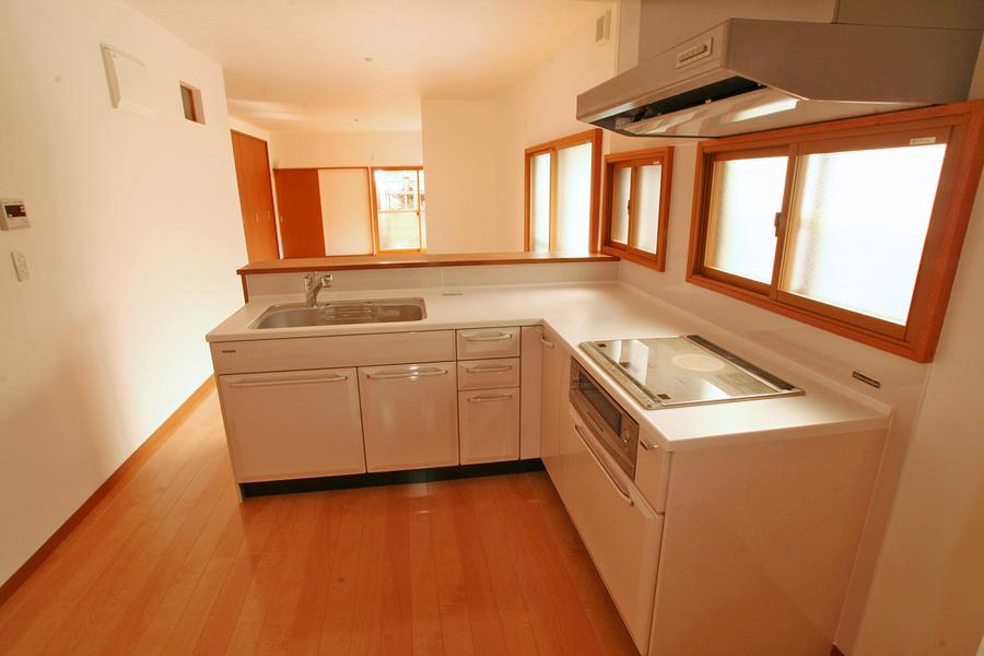 K様邸 食器棚で隠れていたキッチンは、広々オープンスペースに!